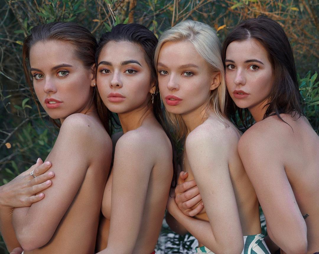 Дарья Клюкина: Меня окружают красивые девчонки, так ведь?     Какая фотография эффектнее, в цвете или ЧБ?