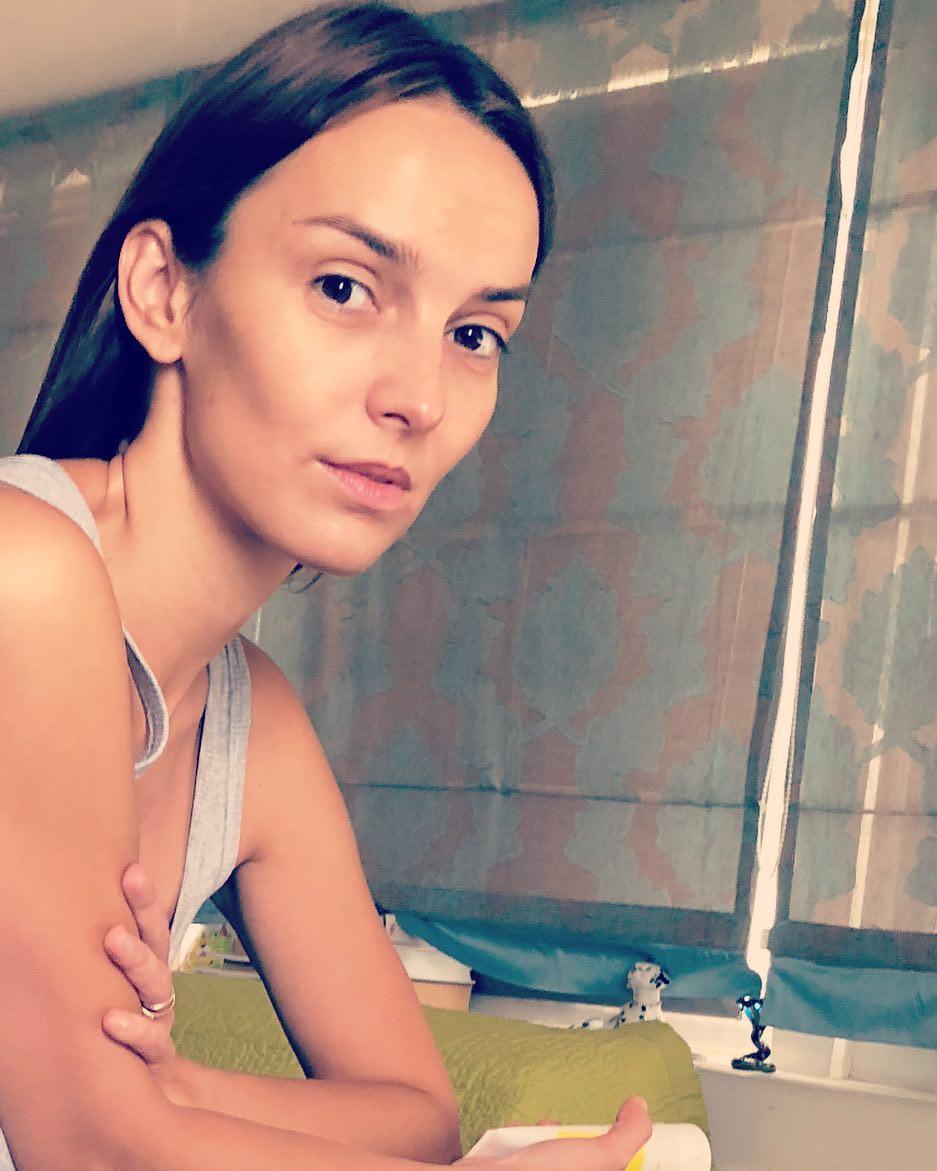 Юлия Зимина: Я понимаю,что время идет и все таке...Это я о чем...О том,что моя дочь уже меня фотографирует и я не могу в это поверить.... Фото от Симы #фотография #дочь #доброеутро #красотаиздоровье #актриса #телеведущая