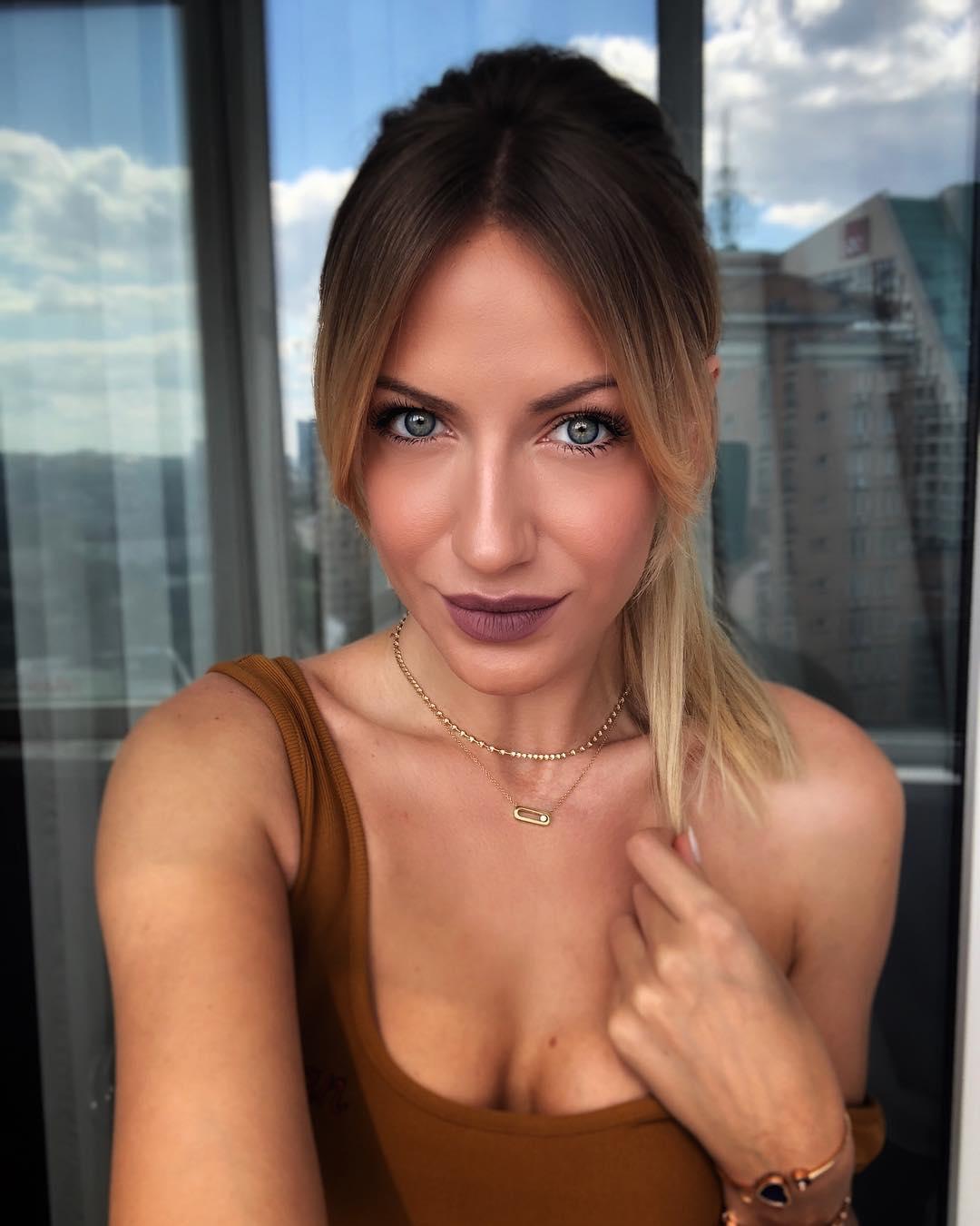Леся Никитюк: Йти на танці чи ні????