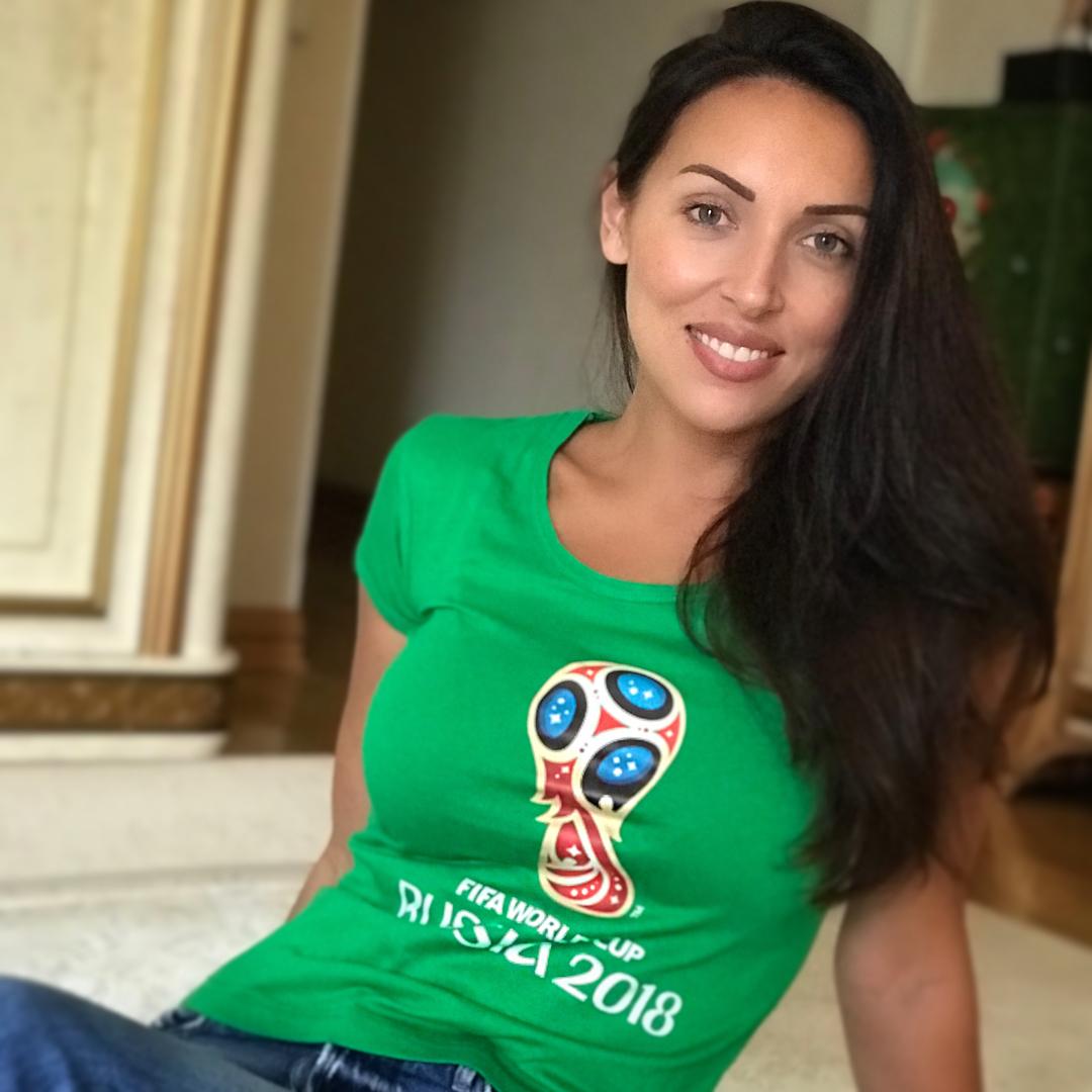 Алсу: Ну, ребята @teamrussia!    Спасибо Вам за такую игру, за эти сумасшедшие победы, за непередаваемые эмоции, за то, что мы снова верим в наш    футбол   Вы круто перевернули ход мирового футбола! А теперь только вперёд  и ни шагу назад #ВпередРоссия...