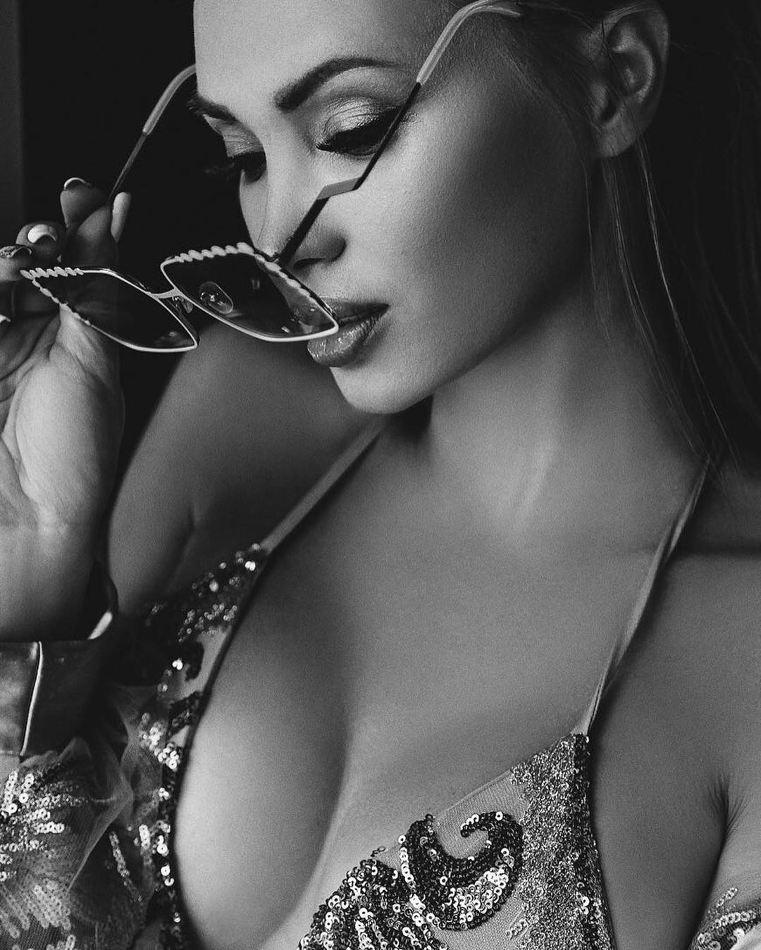 Евгения Феофилактова: А моя @tatuana_kucheruk_ балует меня снова красивыми фоточками . Хотите тоже? Записывайтесь к Тане и получаете крутые кадры . Всем желаю хорошего солнечного  денёчка.  #style#stylish#beautiful#fashion#beauty#feofilaktovaevgeniya#hot#sweet