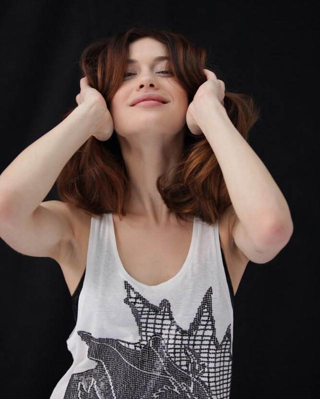 Ольга Куриленко: I hope you're feeling amazing this weekend. Photo by @ced_looney А вы чем занимаетесь в эти выходные?....#Actor #Actress #OlgaKurylenko #Model #Photograph #Photographer #Portrait #Photoshoot #Modelling #ModelLife #OnSet #OnShoot #Brunette #Vest #B...