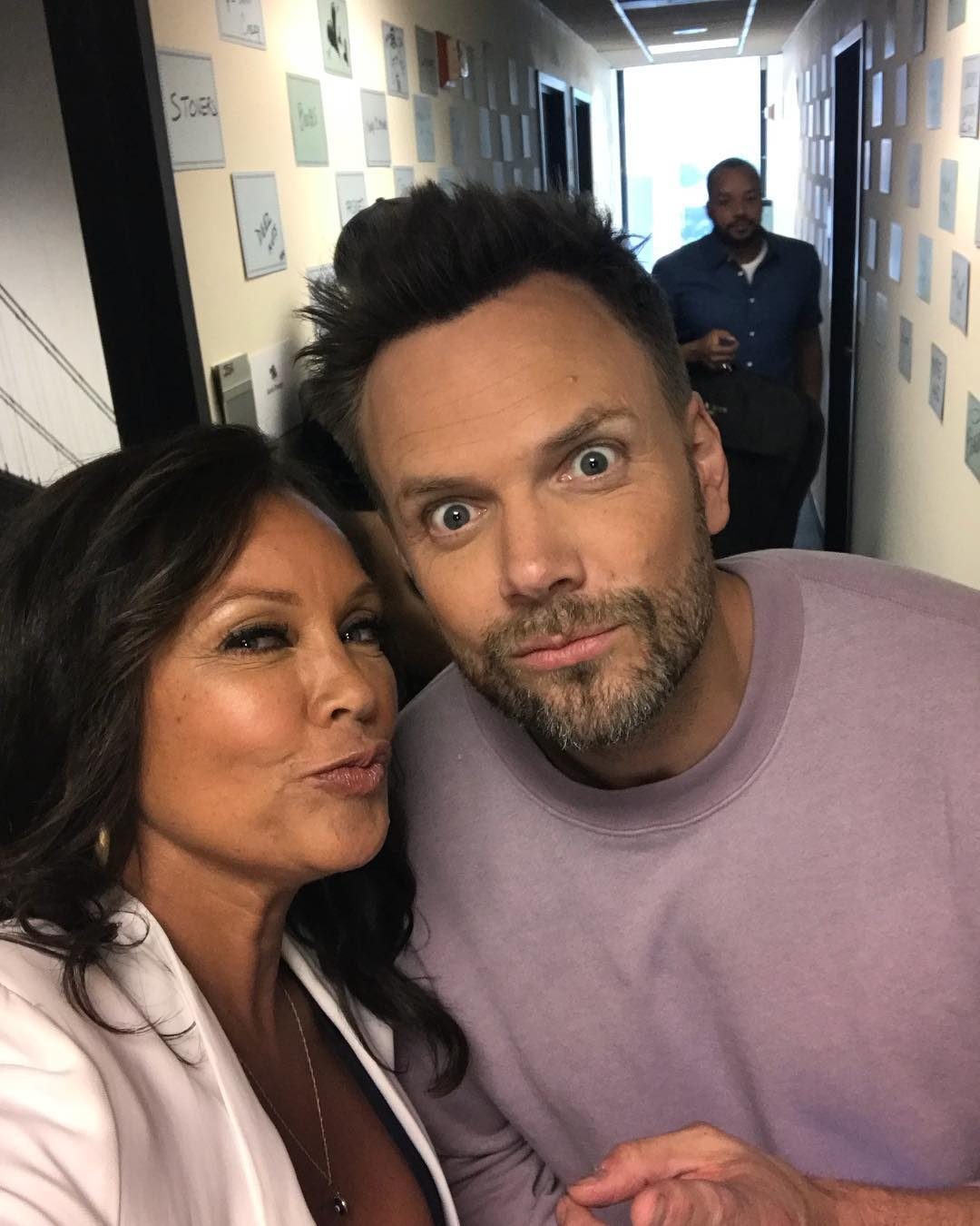Ванесса Уильямс: #matchgame taping...that's a wrap with the always hilarious @joelmchale Airs this summer on @abcnetwork