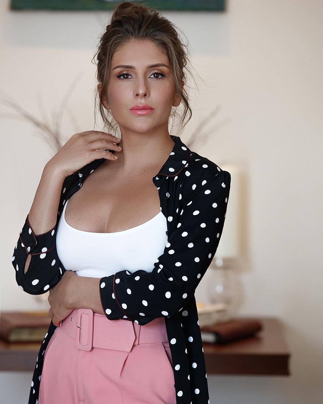 Валерия Кожевникова: Если вы являетесь причиной его отказа от какой-либо вредной привычки, вы также будете причиной его возвращения к ней ) #mylife #love #валериякожевникова #valeriakozhevnikova