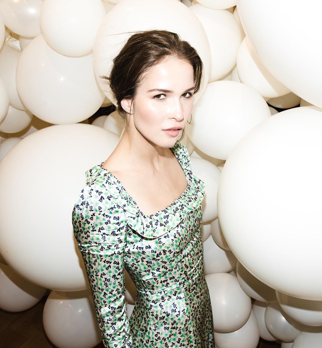 Лукерья Ильяшенко: Вот оно собственно - то самое идеальное летнее сиротское платье о котором я так мечтала. @alexachungstagram Жаль только, что оно мне всё равно не достанется, тк это коллекция будущей осени