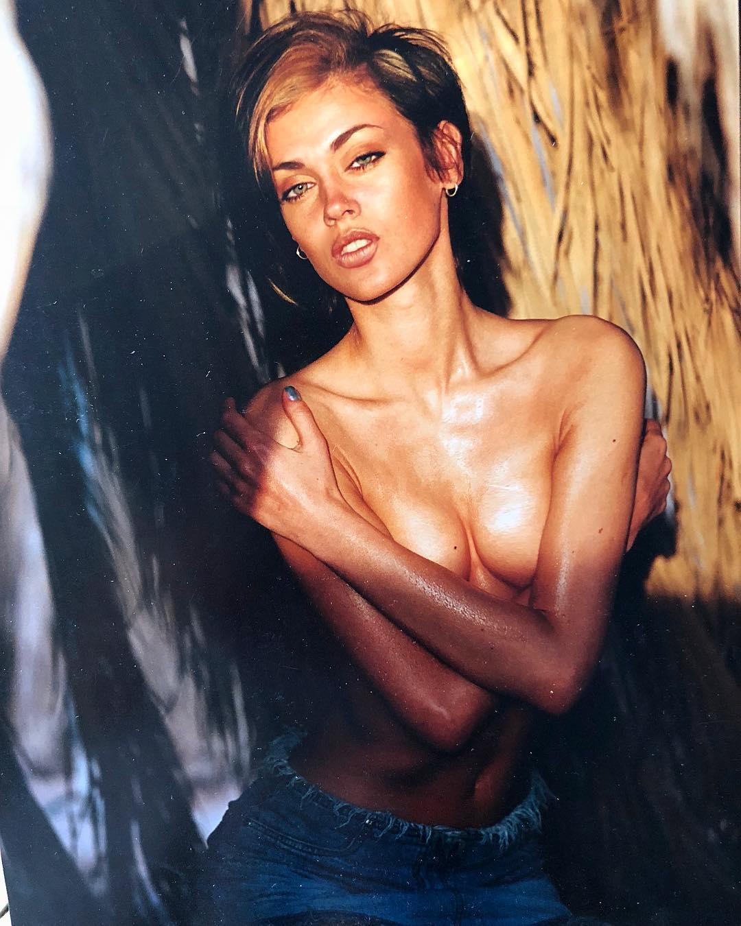 Таня Терешина: Ретроспектива. Вчера выставила фотку, сегодня дополню картину )) и той же фотосессии февраль 2002г.  Я снималась в передаче ( просто прошла кастинг как Модель), типа « Любовь с первого взгляда» кажется название было « Первое  свидание» не помню то...