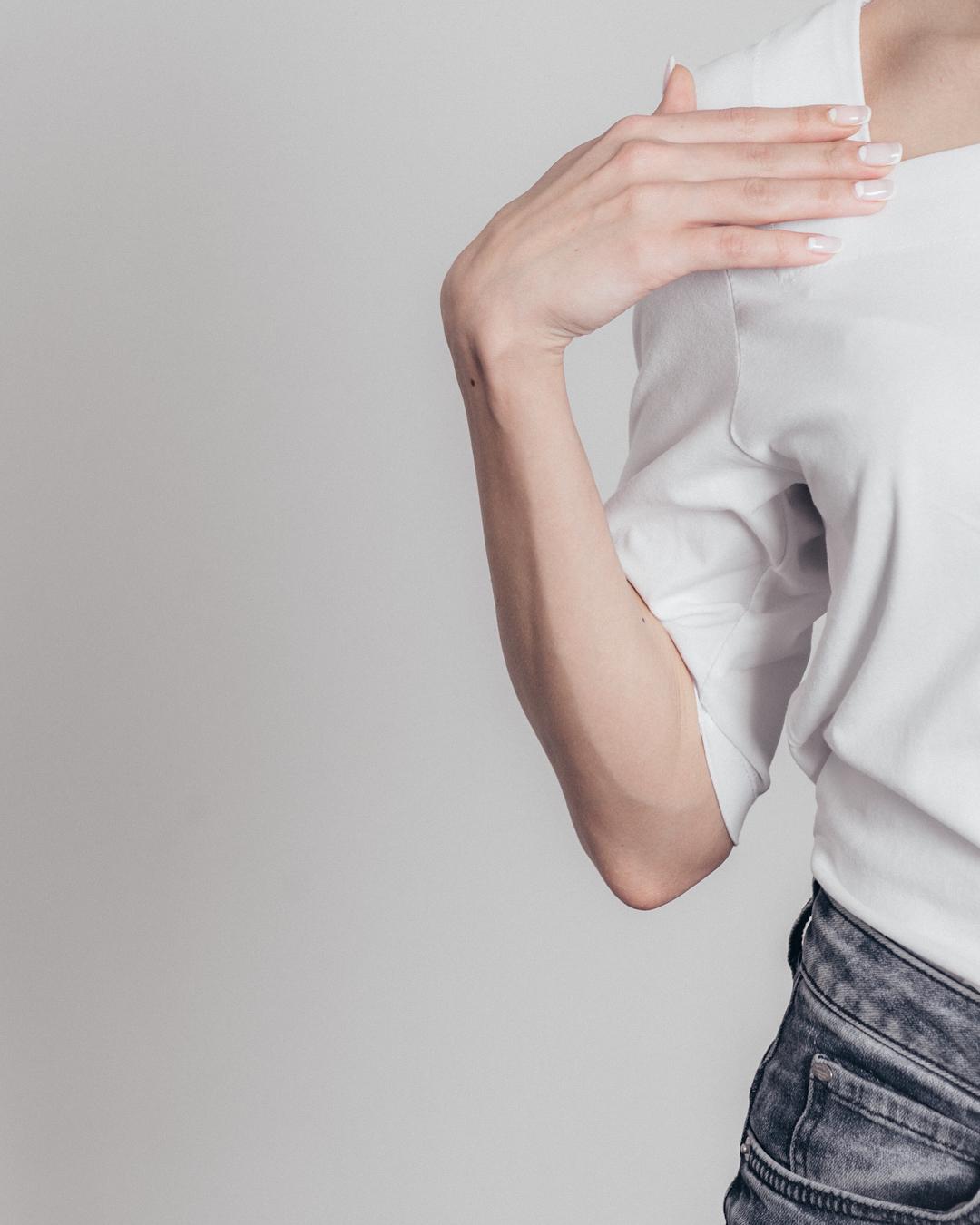 Дарья Руденок: Ребята, мало кто об этом знал, но мы совместно с @talc.moscow создали футболку  - Эта уникальная ограниченная коллекция состоит всего из 25-и футболок ТАЛЬК х РУДЕНОК- Дизайн разработан лично мной исходя из моих предпочтений и практических взглядо...