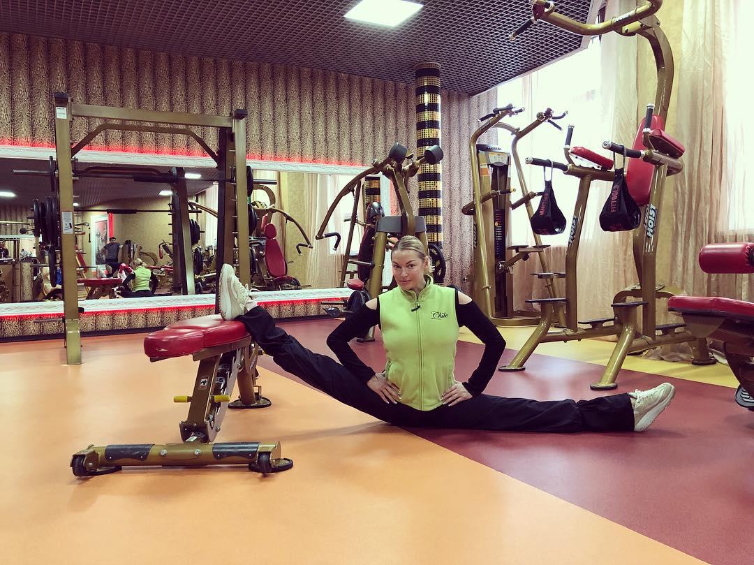 Анастасия Волочкова: Растягивайте мышцы и удовольствие.   @zebra_novahoff #анастасияволочкова #волочкова #шпагатволочковой #шпагат #спорт #балет