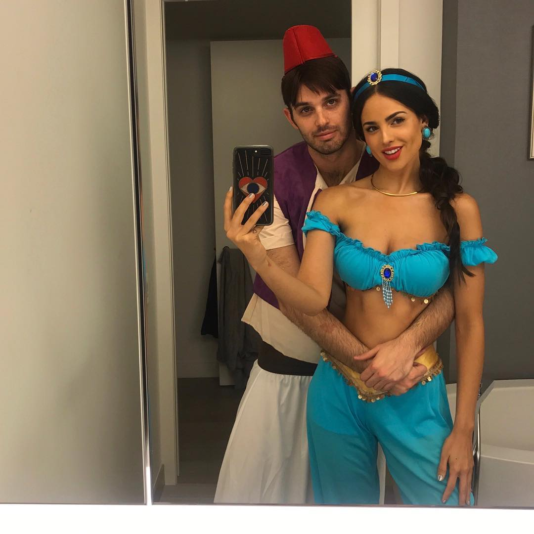 Эйса Гонсалес: Forced my sweet friend to dress up   Happy Halloween
