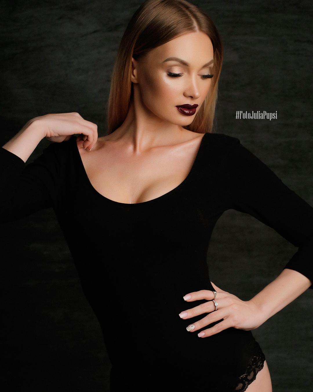 Евгения Феофилактова: Сегодня всю ночь разбирала свои вещи: платья, юбки, кофты, джинсы, костюмы, куртки, парки, обувь ...