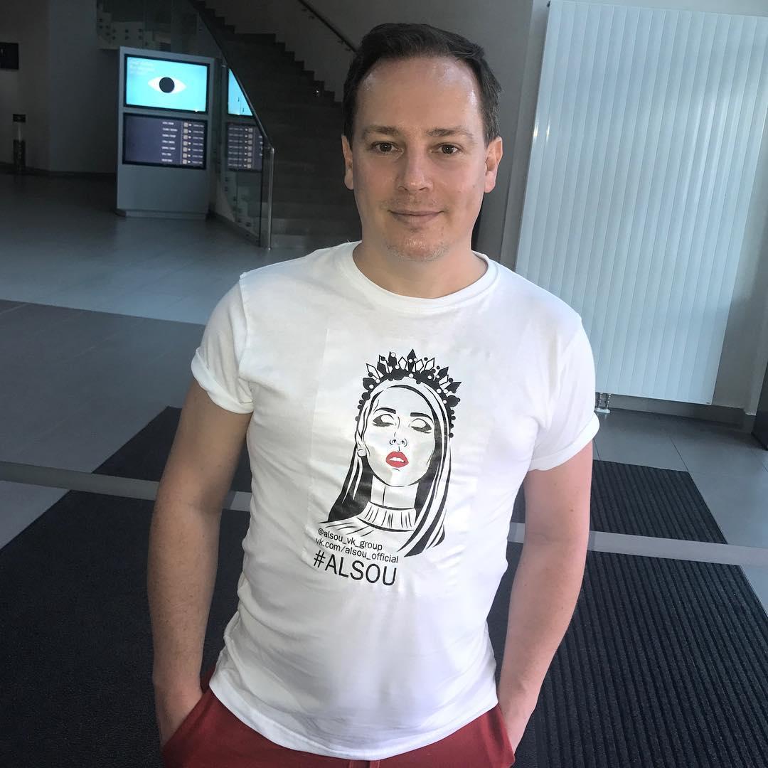 Алсу: Дорогой диреХтор @sergeyfadeev, и тебя сегодня с днём рождения!!   Будь всегда здоров и счастлив! P.S А футболочка очень даже к лицу  @alsou_vk_group не зря старались!
