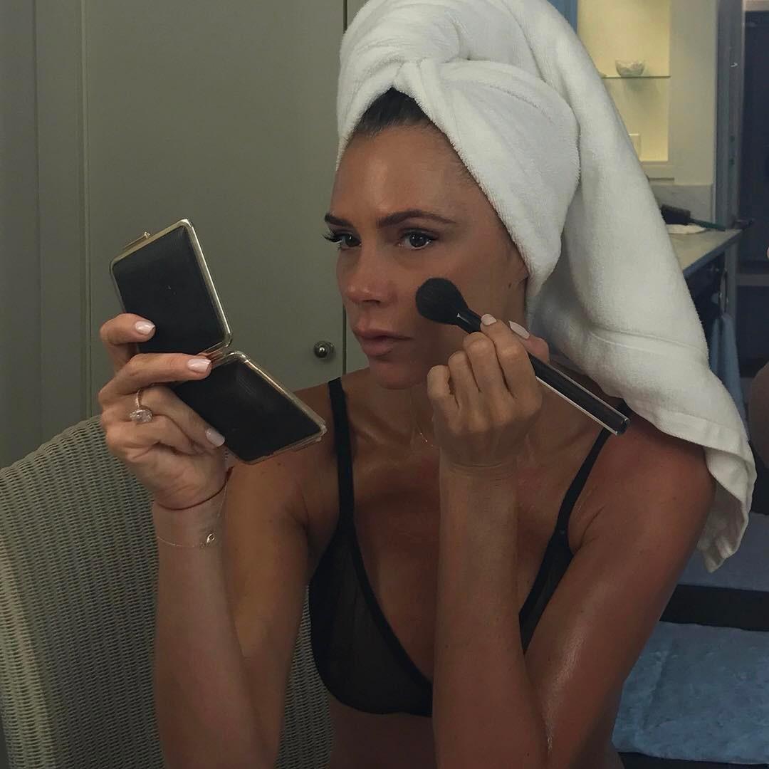 Виктория Бекхэм: Discover my formula for flawless skin - #VBxEsteeLauder launching this Friday 1st September x VB victoriabeckham.com #VBDoverSt @esteelauder