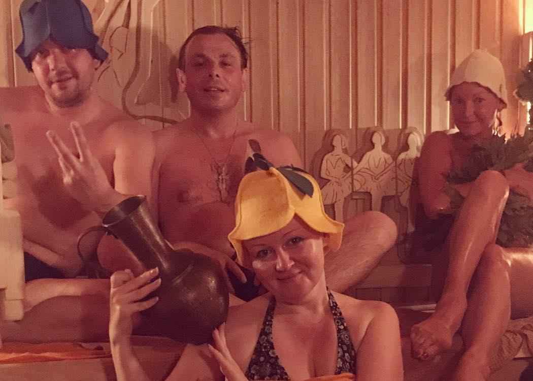 Анастасия Волочкова: Баня. Дом. Выходной. Моя команда.  #анастасияволочкова #всенабокс #дружба #дом #volochkova #enjoy #home