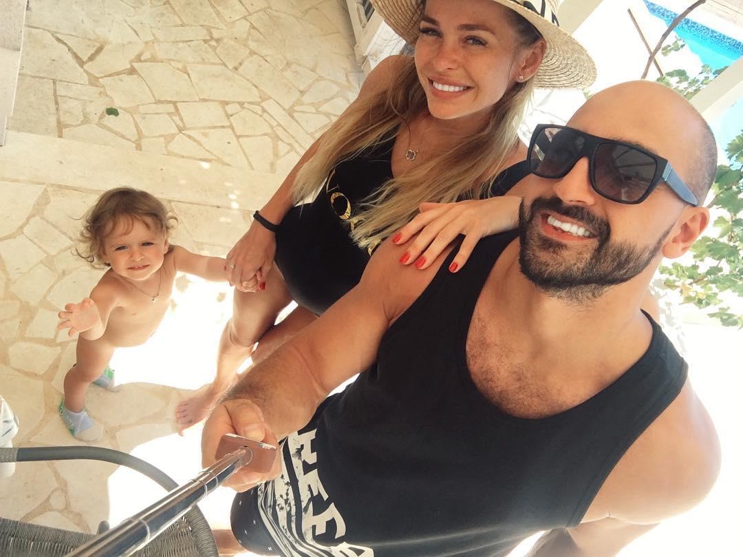 Анна Хилькевич: Женаты. Ребёнок есть. Полет нормальный    люблю тебя, мой @mr.ar4i  так классно, что ровно 2 года назад я вышла за тебя замуж   я счастлива с тобой!...мы счастливы с тобой