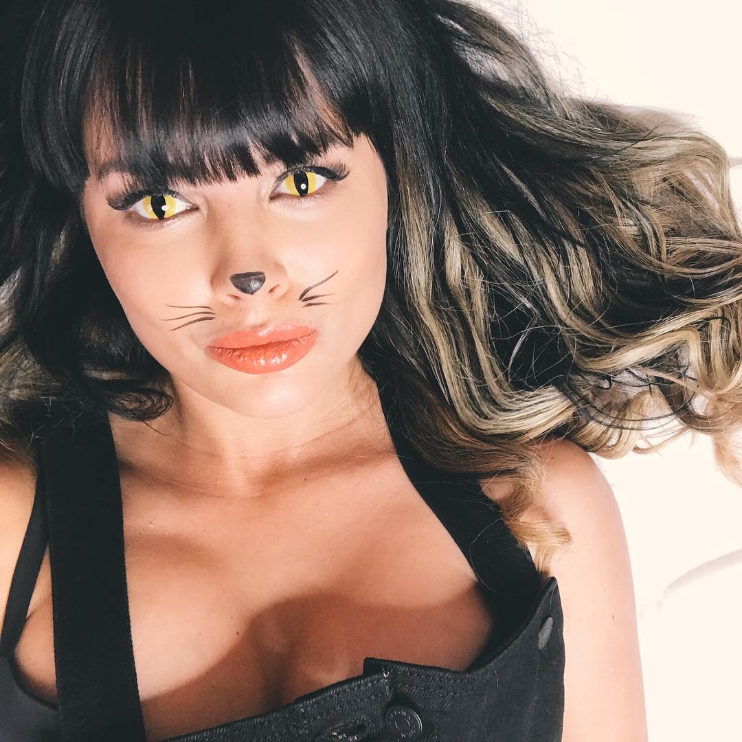 Нелли Ермолаева: Муррррр мяу    Обожаю эксперименты   Мои глаза    @adriacats
