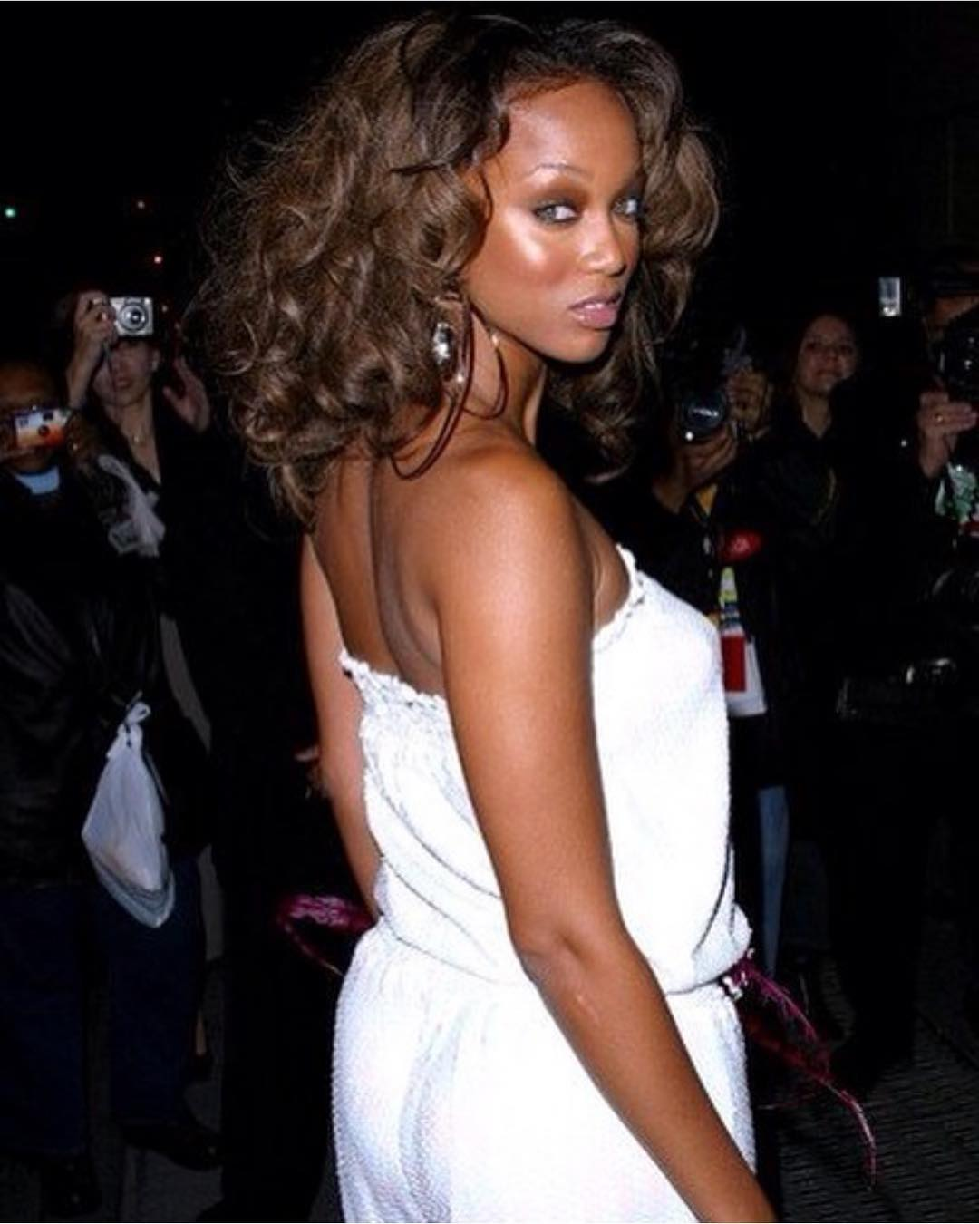 Тайра Бэнкс: Throwback to the days I didn't need a bra. #ThrowbackTyTy#DefyingGravity#Wicked!