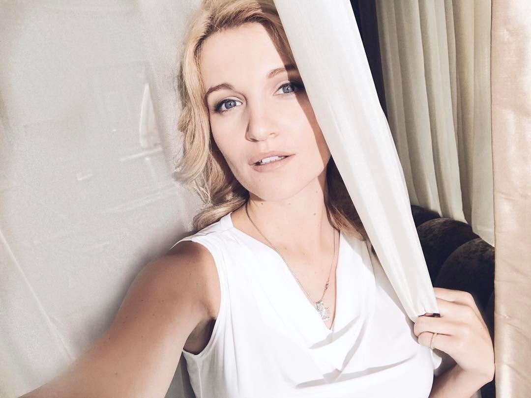 Женя Малахова: Меня иногда слишком раздражает,что я всех и всё понимаю, оправдываю каждого человека, быстро отхожу  и благодаря этому, прощаю людей. А им же даже в голову не приходит, что это от моей силы, а не от моей слабости.   #гореотума #заберитеМозги