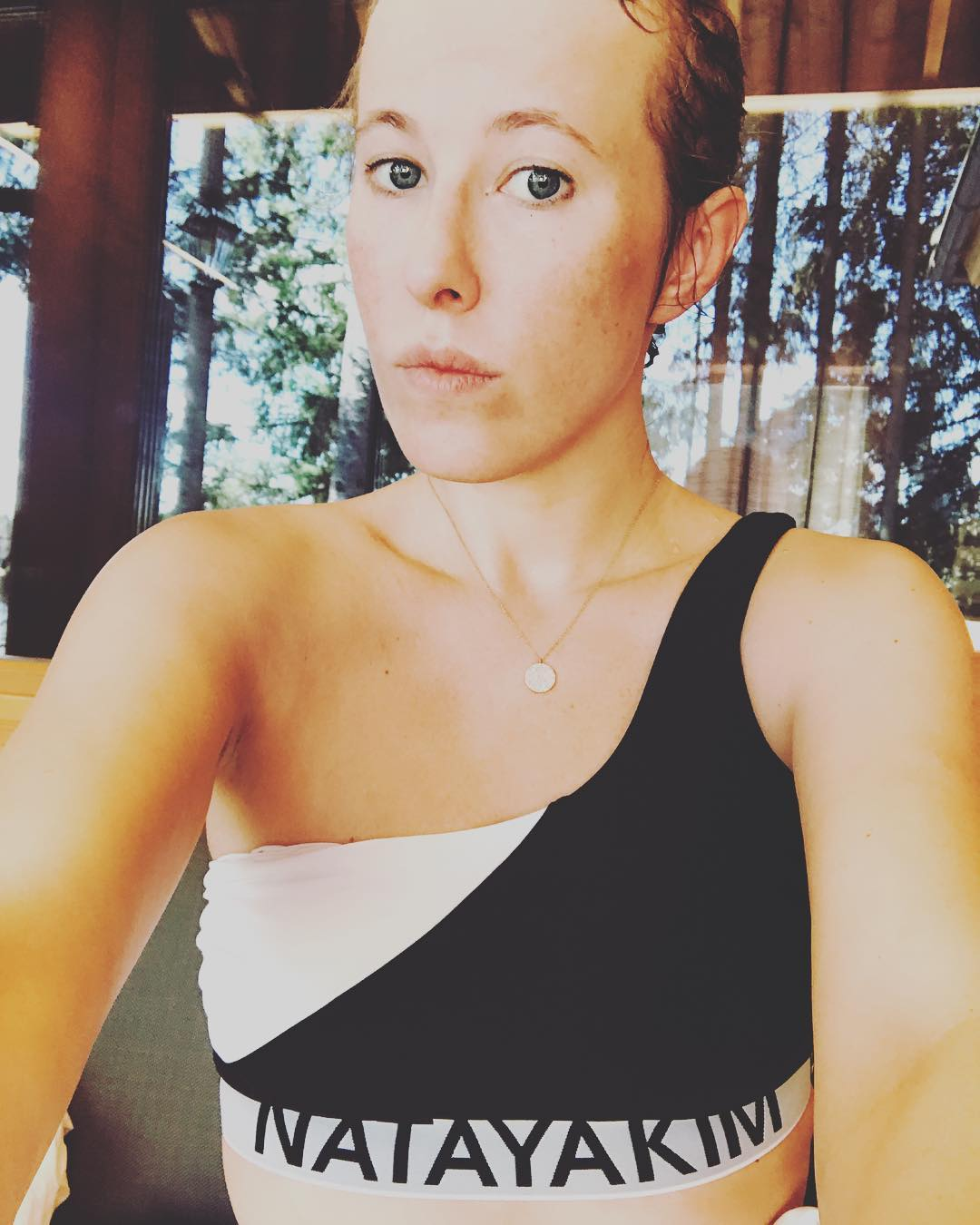 """Ксения Собчак: Забыла уже это первое ощущение питерской девушки """"на Рублевке"""" :""""Что? Это и есть ваш унылый московский загород? А где вода,где море? Где песчаная гряда? """" Вот что уникально под Питером,так это Репино,Финский залив и Озера,озера,озе..."""