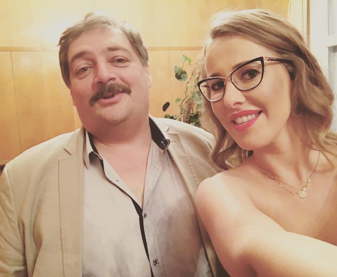 Ксения Собчак: С Димой Быковым после прекрасного вечера! Спасибо за ваши вопросы и внимание к моей деятельности!   @dmi_bykov @pryamaya_ru @bulygina