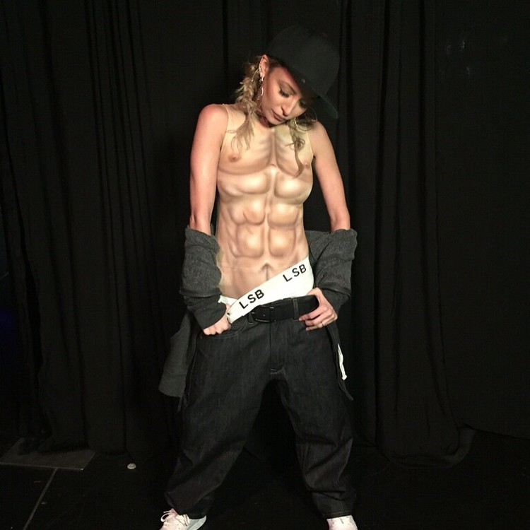 Николь Ричи: Am I on #lipsyncbattle tonight? Yes. Do I win? Maybe. Do I give you the most epic topless performance of a lifetime? ABSOFUCKINGLUTELY. Scroll right for a good time.