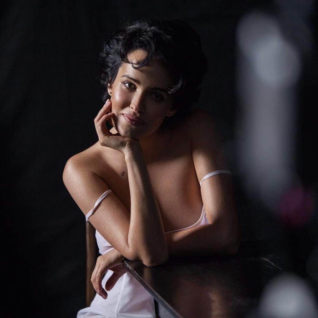 Даша Астафьева: Дорогие мужчины) спасибо вам большое за ту силу, с которой вы нас любите, защищаете, позволяете быть слабыми, да, и просто самими собой) и даже если вам кажется, что это бессмысленно)Прошу вас, не останавливайтесь!!!Мы, девчата, без вас никуда...(...
