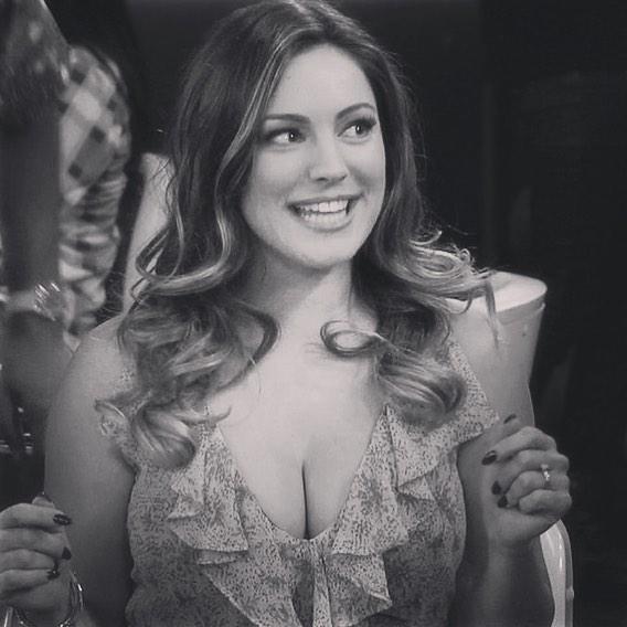 Келли Брук: My Fav One Big Happy #NBC #Sitcom