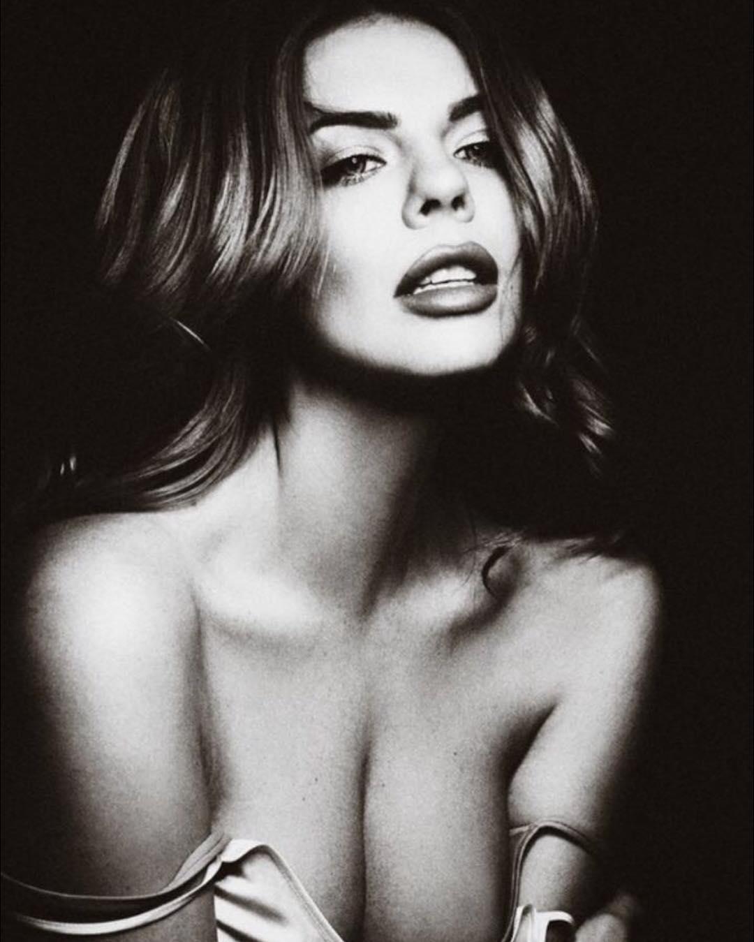 Анастасия Стоцкая: Женщина слабее всего, когда любит, и сильнее всего, когда любима.