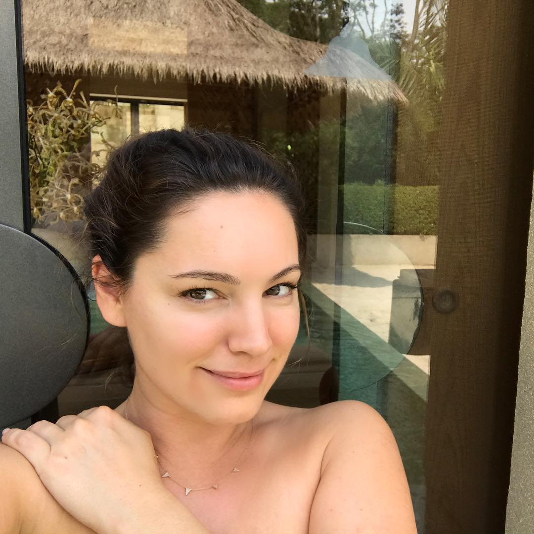 Келли Брук: No make up No Filters Time to Relax Meditate be Still and turn 37    #BorobudurPoolSuite  @aman Resorts DreamLocation