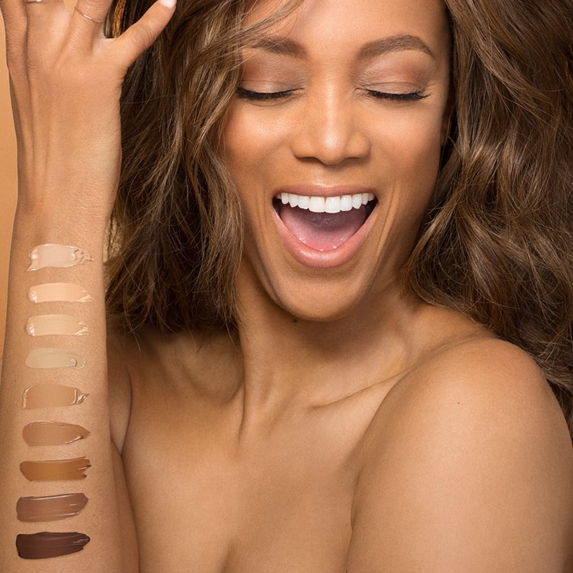 Тайра Бэнкс: One of my favorite things about Flawsome Face, @TYRABeauty's new tinted moisturizer is how smooth and sheer it is. I've got your gorgeous skin tone covered!   I'm Caramel.    Which shade are you? Shake. Squeeze. Slather.  #FlawsomeFace TYRA.com