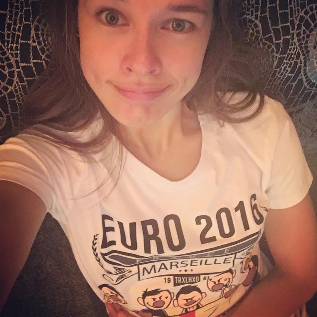 Екатерина Шпица: Криштиану Роналду плачет,а со мной всё ясно! Собиралась болеть за Францию изначально,а сегодня в СПб случайно нашла эту футболку!!! Обязаны победить! Кстати,сдался Роналдо,пока я переодевалась! Дело во мне?:))) евро2016#@trailheadindastree