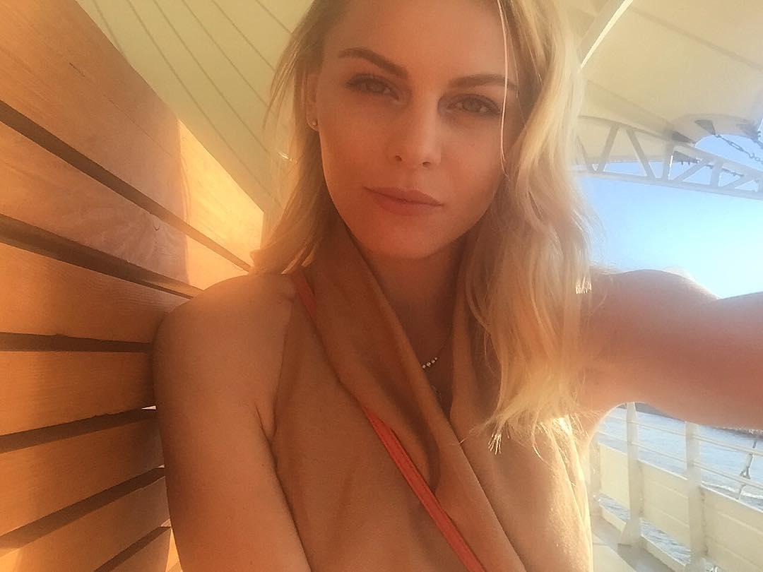 Анастасия Стежко: Встречаю закат на вечеринке на корабле Брюсов  Через час начнётся fashion show #YM, в котором я принимаю участие  А у вас какие планы на вечер?))