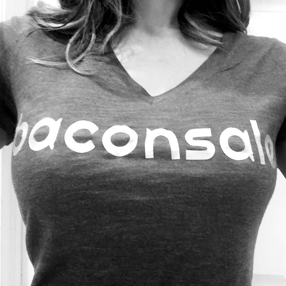 Кейт Бекинсейл: #Bacon, the great equalizer... Thank you to these clever fans for this shirt #SaltLakeCity