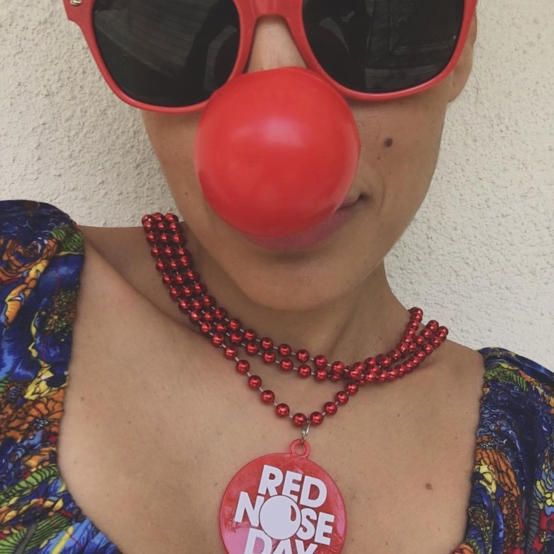 Ева Мендес: #RedNoseDay ready... @walgreens