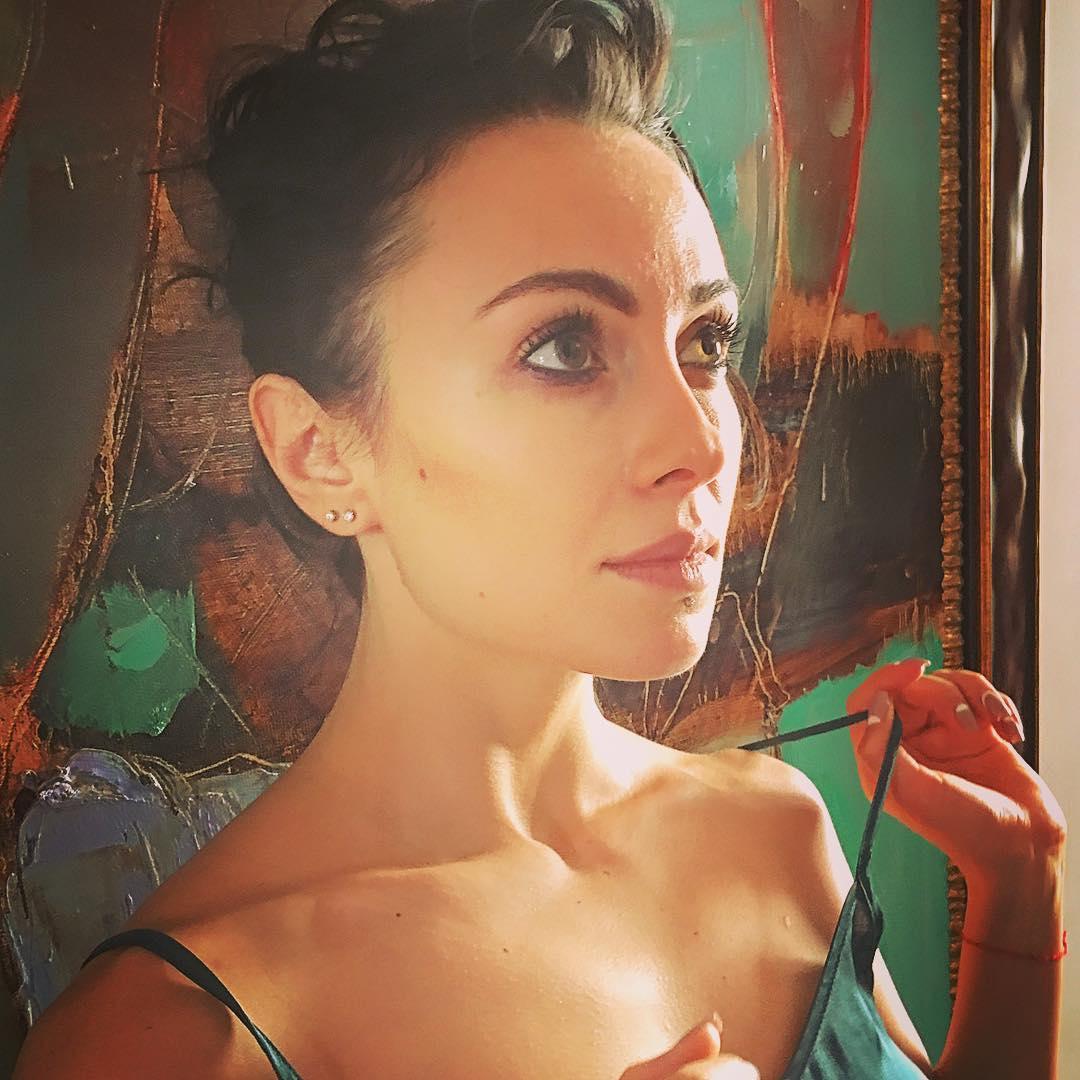 Даша Астафьева: Наше красивое утро с @photographer_da & @anastasia_domination    #da #photo #portrait #ladyNa #nikita #style #instapic #mood #model #tees